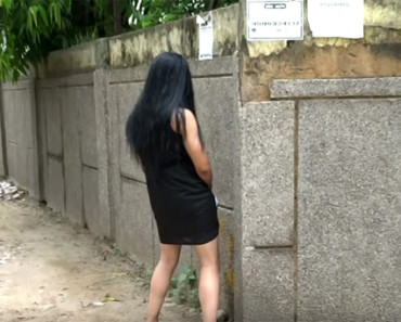 Indian Hot Girl Peeing on streets