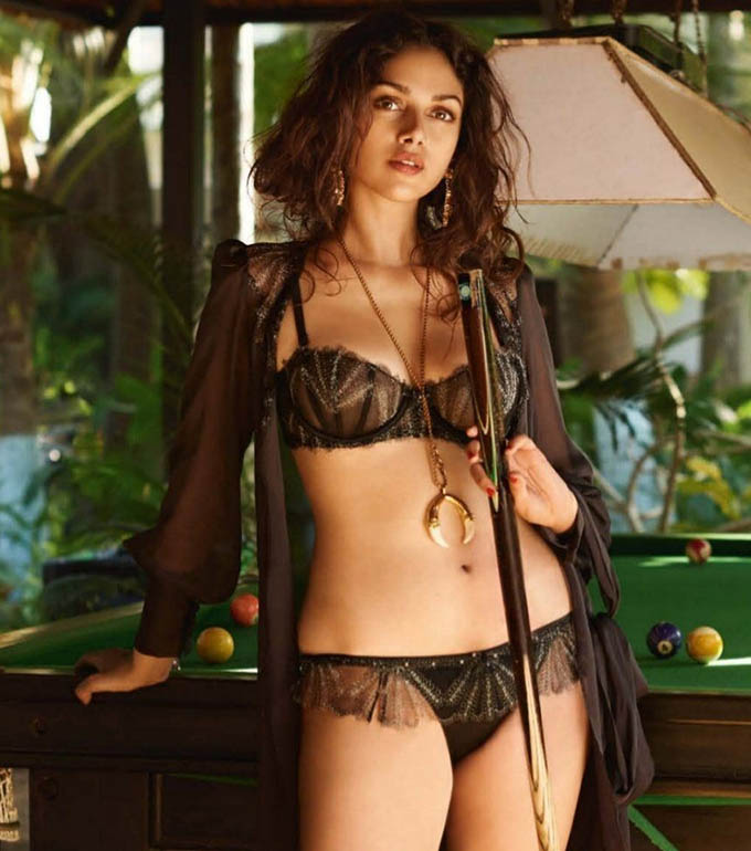 Hot Photos Of Aditi Rao Hydari