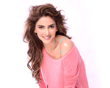 Pakistani Actress Saba Qamar Photos