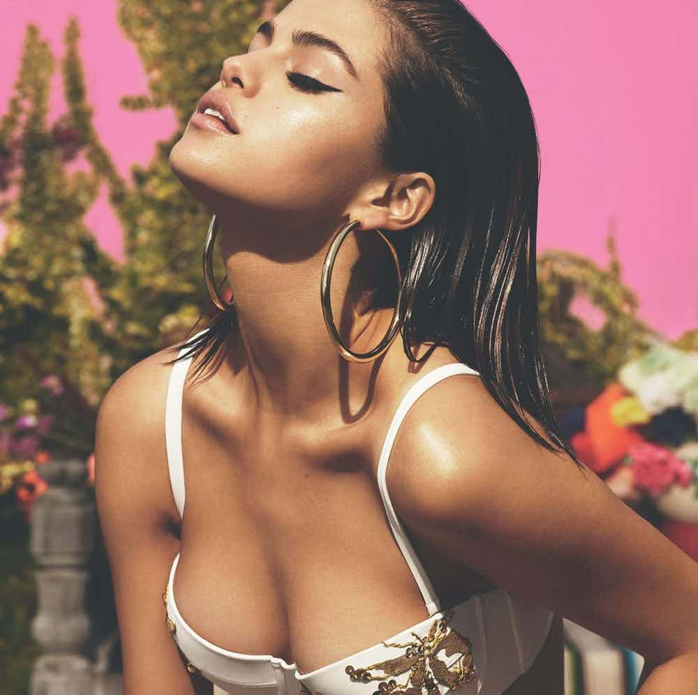Selena Gomez Steamy Photos