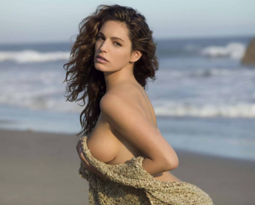 Kelly Brook Latest Photos